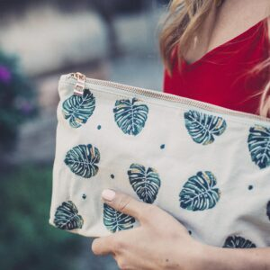 Elizabeth Scarlett Monstera Leaf Clutch